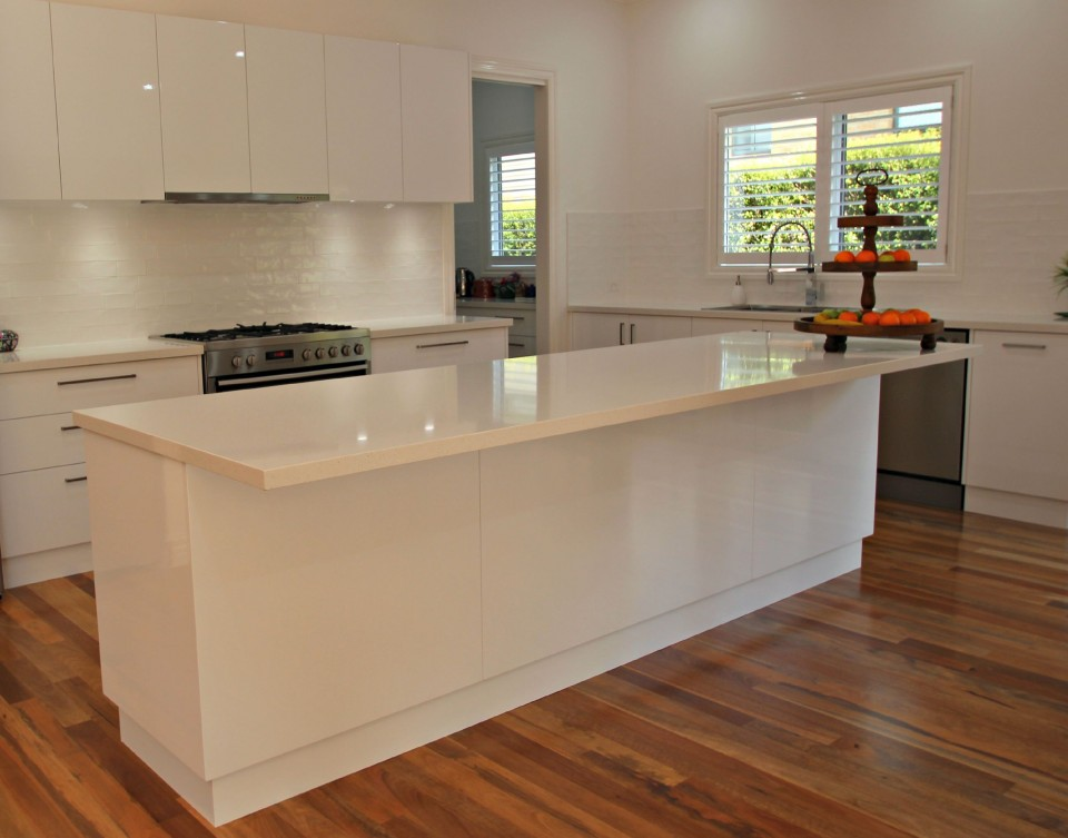 White kitchen island bench matthews joinery for Kitchen island bench