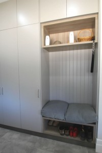 window seats mudroom